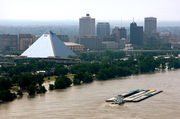 Memphis Braces for the Crest of the Mississippi River