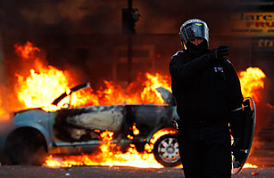 Police Were Ordered To Stand Down As London Burned 0808 london riots