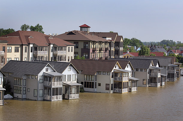 Floods: The Mississippi River Crests in Memphis