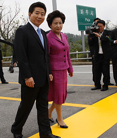 Roh Moo-hyun and his wife Kwon Yang-sook