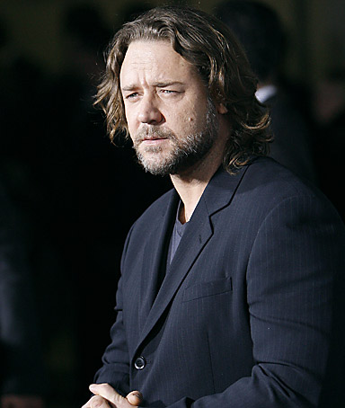 Actor Russell Crowe arrives at the premiere of American Gangster