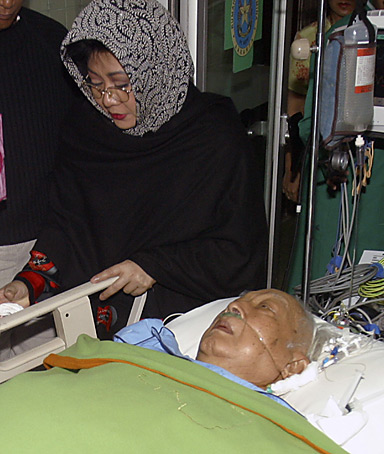 Ismoyo, a Jakarta cardiologist, caring for former Indonesian dictator Suharto
