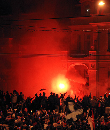 Serbian nationalists opposed to Kosovo's independence storm the United States embassy in Belgrade on February 21, 2008 after a massive rally in the Serbian capital.