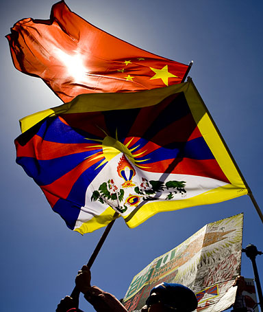 Chinese and Tibet flags
