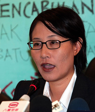 Elizabeth Wong, one of Malaysia's top human rights activists, holds a news conference at the National Justice party's office in Petaling Jaya, outside Kuala Lumur on February 17, 2009