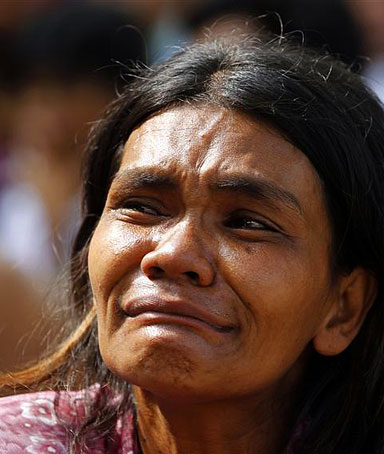 A Thai 'red shirt' protester cries after she along with other protesters abandoned a temple in Bangkok May 20, 2010.