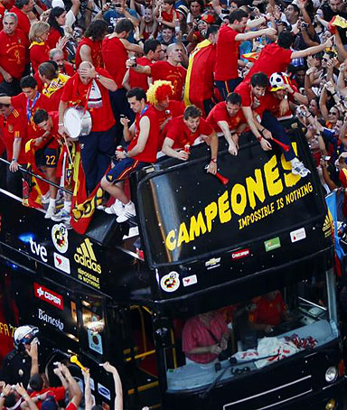 Spain's national soccer team players celebrate their World Cup victory on an open-top bus during a parade in downtown Madrid, July 12, 2010.