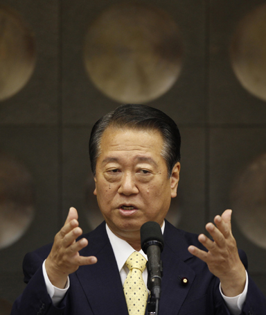 Japan's ruling Democratic Party former secretary general Ichiro Ozawa delivers a speech at a political seminar in Tokyo August 25, 2010