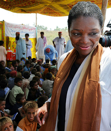 United Nations Under-Secretary-General for Humanitarian Affairs and Emergency Relief Coordinator Valerie Amos visits a makeshift school for flood affected children on higher ground in southern Sindh province's flood-hit Kandkot on September 8, 2010