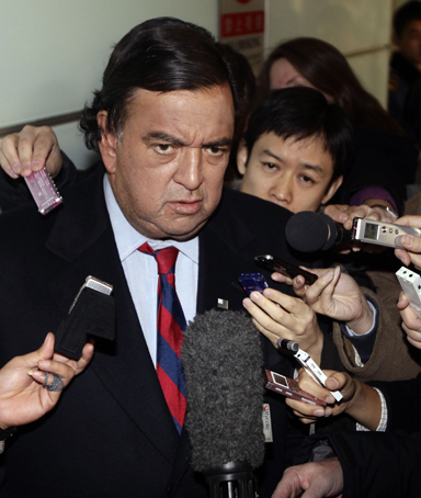 U.S. diplomatic troubleshooter Bill Richardson speaks to the media upon his arrival at Beijing airport from North Korea, in Beijing December 21, 2010