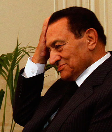 Egyptian President Hosni Mubarak gestures while talking with French Foreign Minister Michele Alliot-Marie during their meeting at the presidential palace in Cairo January 22, 2011.