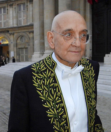 French writer and historian Max Gallo arrives to give a speech during a reception at the French Academy in Paris, 31 January 2008.