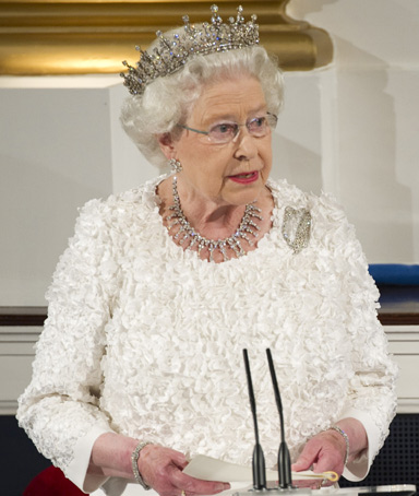 Britain's Queen Elizabeth gives her speech next to Ireland's President Mary McAleese (R) during the state dinner at Dublin Castle in Dublin May 18, 2011