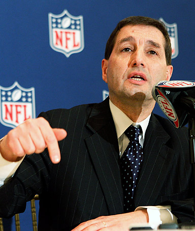 NFL executive Vice President Jeff Pash address the media during the NFLAnnual Owners Meetings at the Roosevelt Hotel on March 21, 2011 in New Orleans, Louisiana.