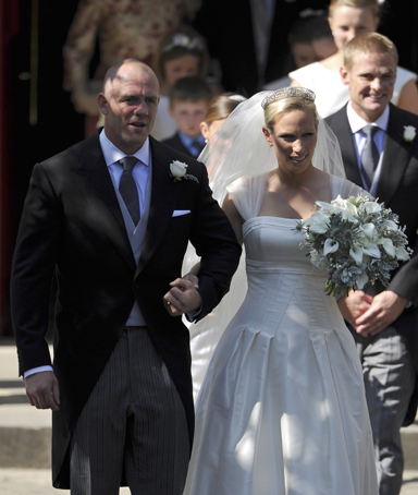 Britain's Zara Phillips, granddaughter of Britain's Queen Elizabeth, and her husband, England rugby star Mike Tindall, leave after their marriage at Canongate Kirk in Edinburgh, Scotland July 30, 2011.