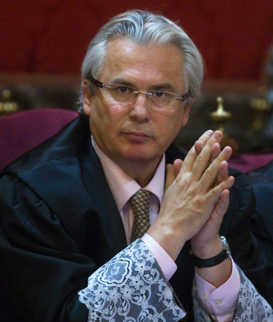 Spanish judge Baltasar Garzon is seen at the start of his trial at the Supreme Court in Madrid January 24, 2012