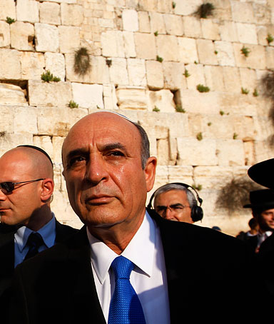 Ex-defence chief Shaul Mofaz (C) walks with Western Wall Rabbi Shmuel Rabinovitz (R) after praying at the Western Wall, Judaism's holiest prayer site, in Jerusalem's Old City March 28, 2012.