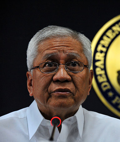 Philippines' Department of Foreign Affairs secretary Albert Del Rosario gives a statement during a press conference at the Department of Foreign Affairs in Manila on April 11, 2012.