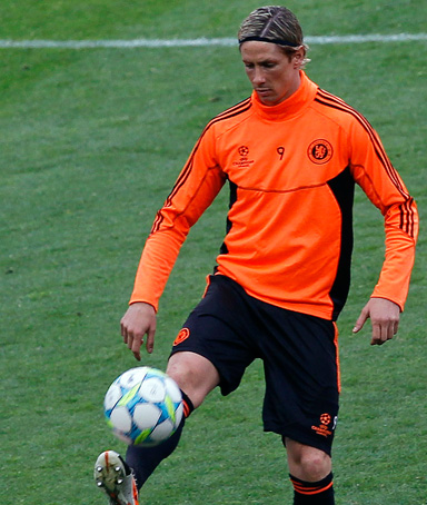 Chelsea's Fernando Torres controls the ball during a team training session at Camp Nou stadium in Barcelona April 23, 2012, before their Champions League semi-final second leg match against Barcelona on Tuesday