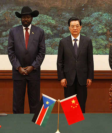 South Sudan president Salva Kiir (C L) and Chinese president Hu Jintao (C R) attend a signing ceremony at Great Hall of the People on April 24, 2012 on Beijing, China.