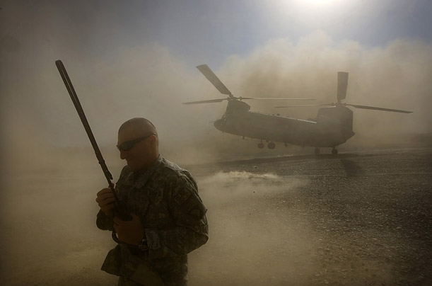 aghanistan us soldier helicopter