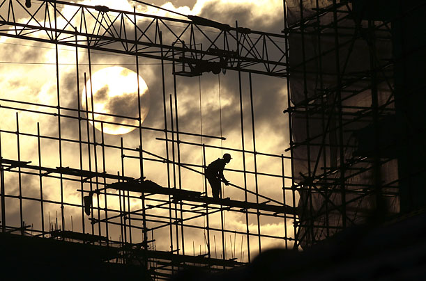A laborer works on the scaffoldings at a construction site in Wuhan, Hubei province, China. November 26, 2008. A Chinese government think tank announced today that 2009 GDP growth is expected to stay above 8%.