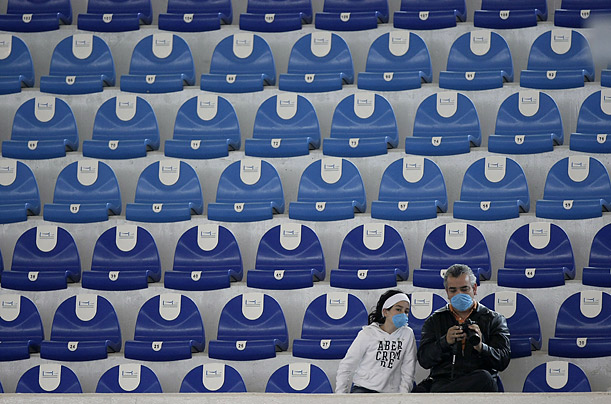 Spectators at the Diving World Series in Mexico City wear masks to protect them from swine flu, which has sickened hundreds of people in Mexico.