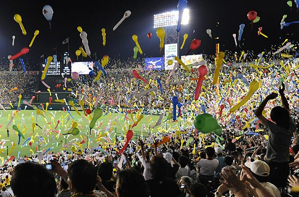 Spectators release balloons at a baseball game in Japan for the first time since since mid-May. They had previously refrained from the practice for fear of spreading influenza A through saliva.