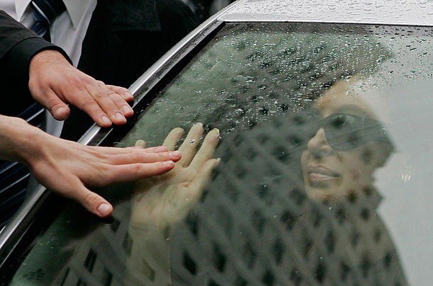Argentine President Cristina Fernandez de Kirchner greets sympathizers while accompanying the hearse of her husband, former President Nestor Kirchner, from the Casa Rosada Presidential