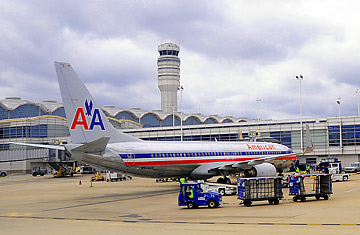 American Airlines Battles Expedia In Online Ticket War Time