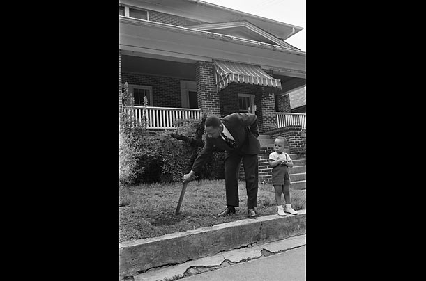 The Horror  On April 25, 1960 Atlanta Ku Klux Klansmen burned crosses in front of several black homes in the city. The King residence was one of the houses that was targeted.