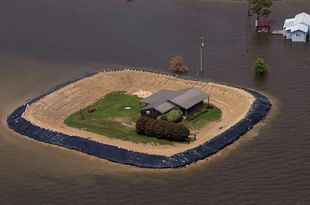 Pictures Floodwaters Rise Along The Mississippi River Time